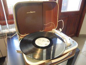 retro gramofon -Младежний
