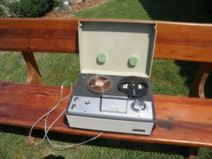 магнетофон Грундиг -Унитра-четирипистов