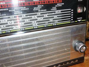 radio SELENA B211-2бр -серия светъл корпус ,тъмен корпус