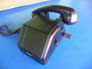 ретро-телефон с манивела