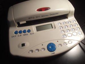 Скенер за фалшиви банкноти с калкулатор