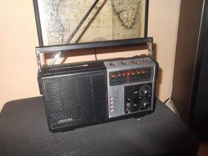 радио PHILIPS-: 2 Band Portable Radio 390