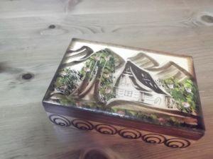 Дървена кутийка за бижу-Ръчна рисунка и резба