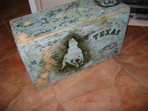 Стар дървен куфар