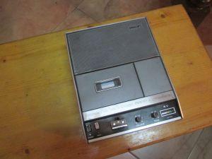 PHILIPS 2209 cassette recorder