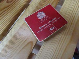 Стара кутия от цигари за колекционери-BENSON and HEDGES