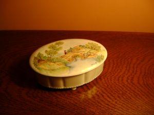 порцеланова кутийка за бижу