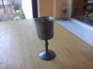 старинна чаша за вино -метална