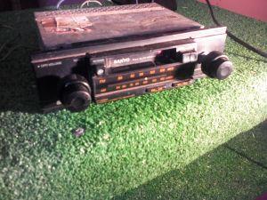 retro Sanyo car radio