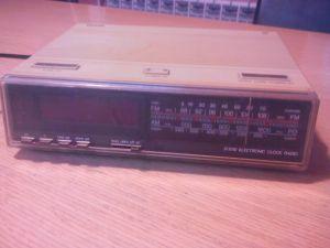 Clock radio Philips D3010