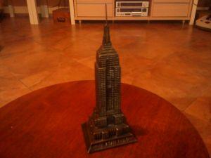 Сувенир от Ню Йорк метален небостъргач-15 cm.