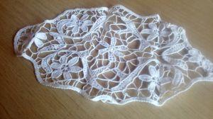 Елепсовидна ръчно плетена покривка за холова масичка50 см
