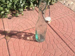 Старо шише с порцеланова тапа
