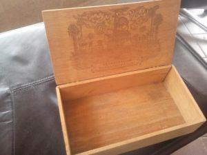 Стара дървена кутия за пури с морски мотиви
