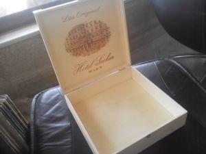 """Изящна дървена кутия """"хотел Сахер Виена"""""""