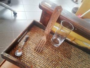 Дървена вилица с дърворезба