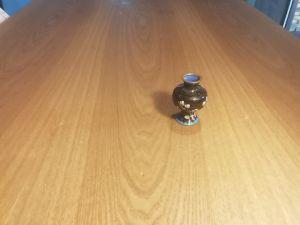 Миниатюрна вазичка