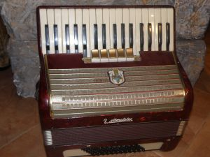 акордеон- Велтмайстер 60 баса