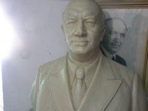Бюст на Васил Коларов