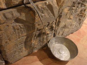 бакърено тасче за баня с дълга дръжка