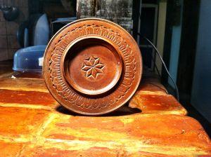 дървена чиния
