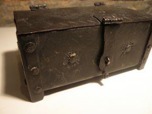 метални манастирски кутийки-ковчеже за ценности