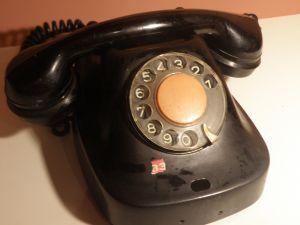 стар телефон-бакелит