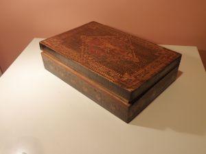 Голяма ,дървена кутия за бижута