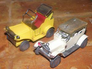 ръчно изработени метални  играчки-автомобиличета-2бр.